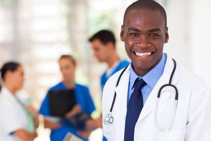 IMIP-CE seleciona médico. Na foto, médicos posa para foto