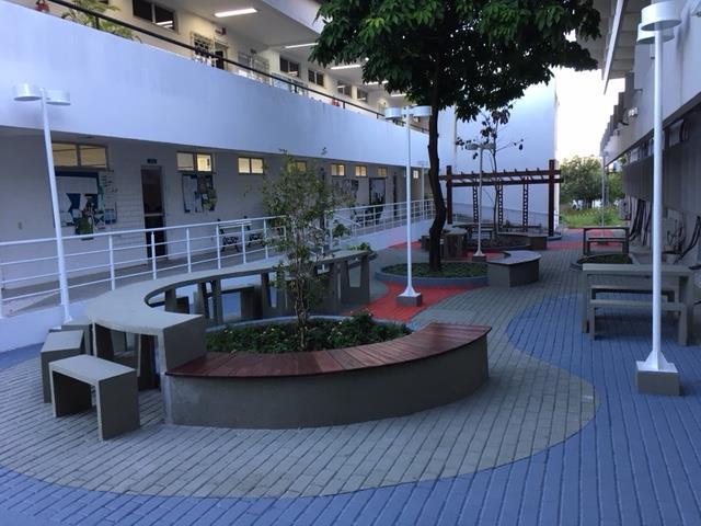 Pátio do Centro de Estudos Sociais Aplicados (Cesa) da Uece. Instituição abriu inscrições para quatro cursos de especialização na área administrativa