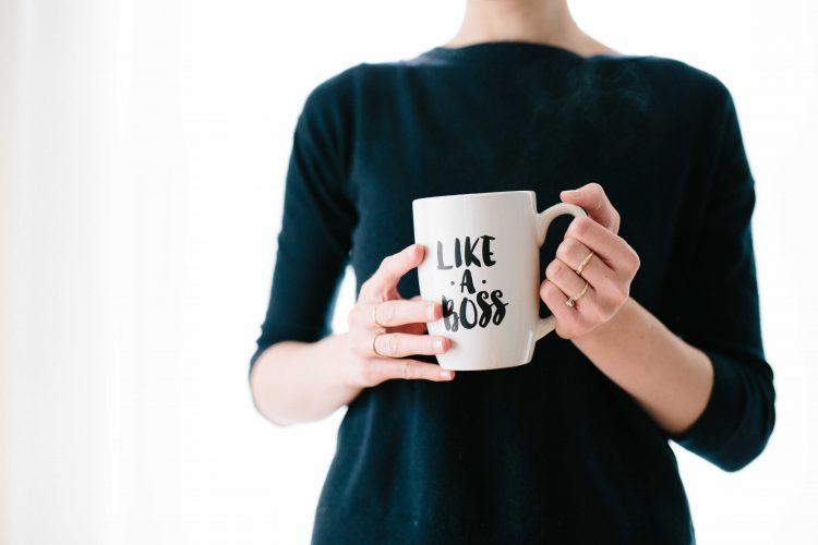 Existem várias lideranças femininas que confrontam esses discursos limitantes e que carregam, junto com sua prole, o sucesso das empresas que lideram. Esses exemplos devem ser seguidos. Mas, por outro lado, também é preciso compreender a realidade para partirmos para a ação