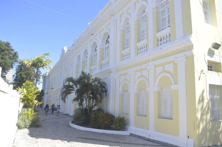 Fachada da Uninassau, campus Doroteias