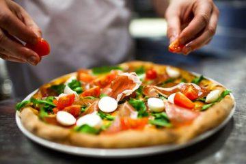 Preparação de uma pizza