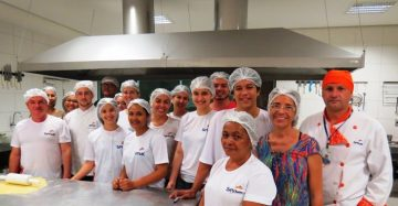 """participantes do curso de culinária do senac. A instituição abriu inscrições para o curso """"Culinária para Iniciantes"""" em Juazeiro do Norte"""