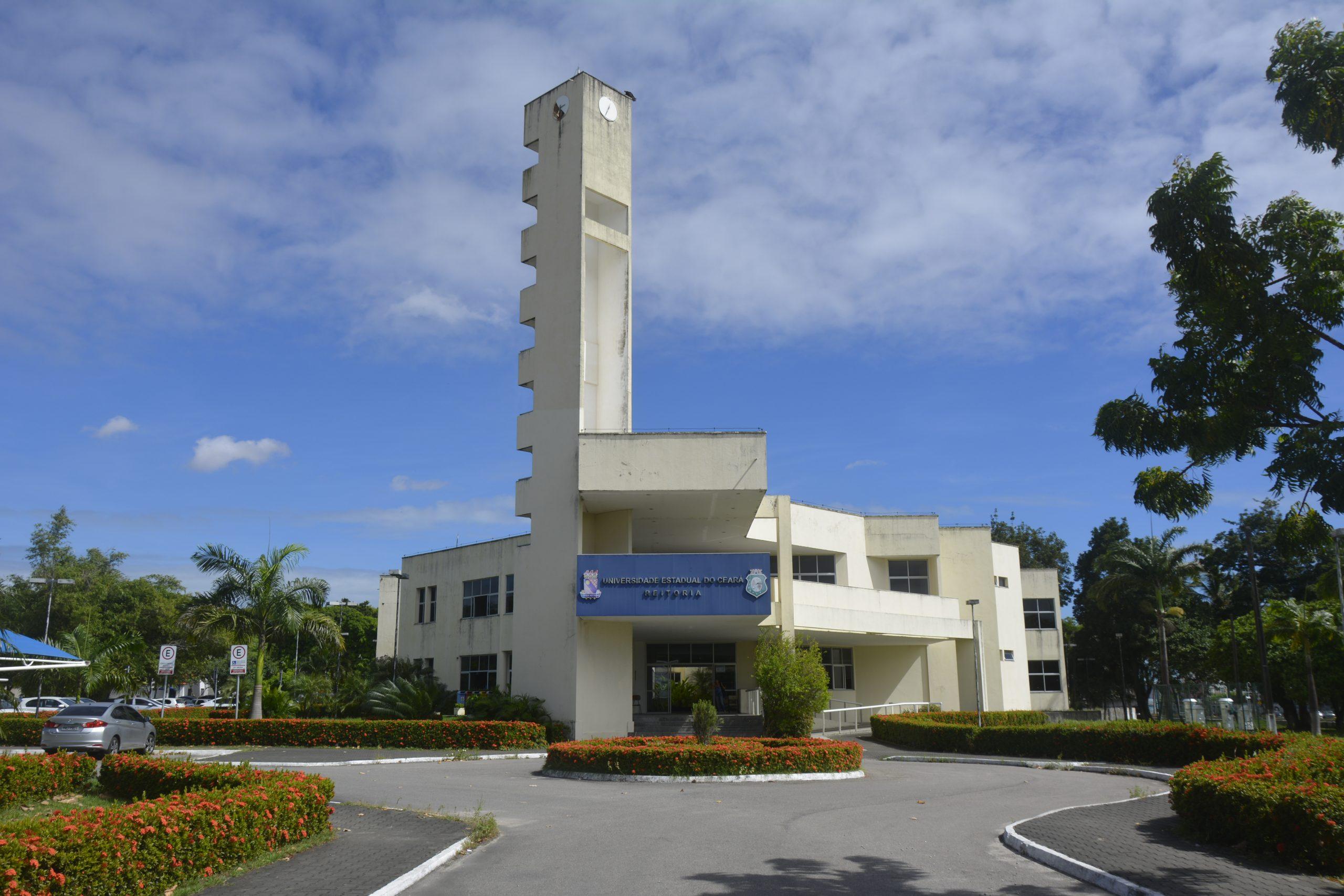 Fachada da Universidade Estadual do Ceará