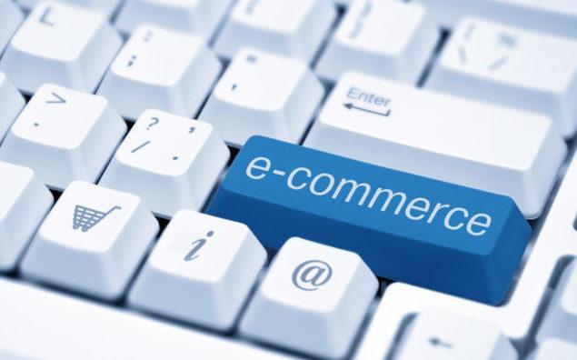 Tecla de computador com a palavra e-comercer; qual o cenário do e-commerce pós-Covid-19?