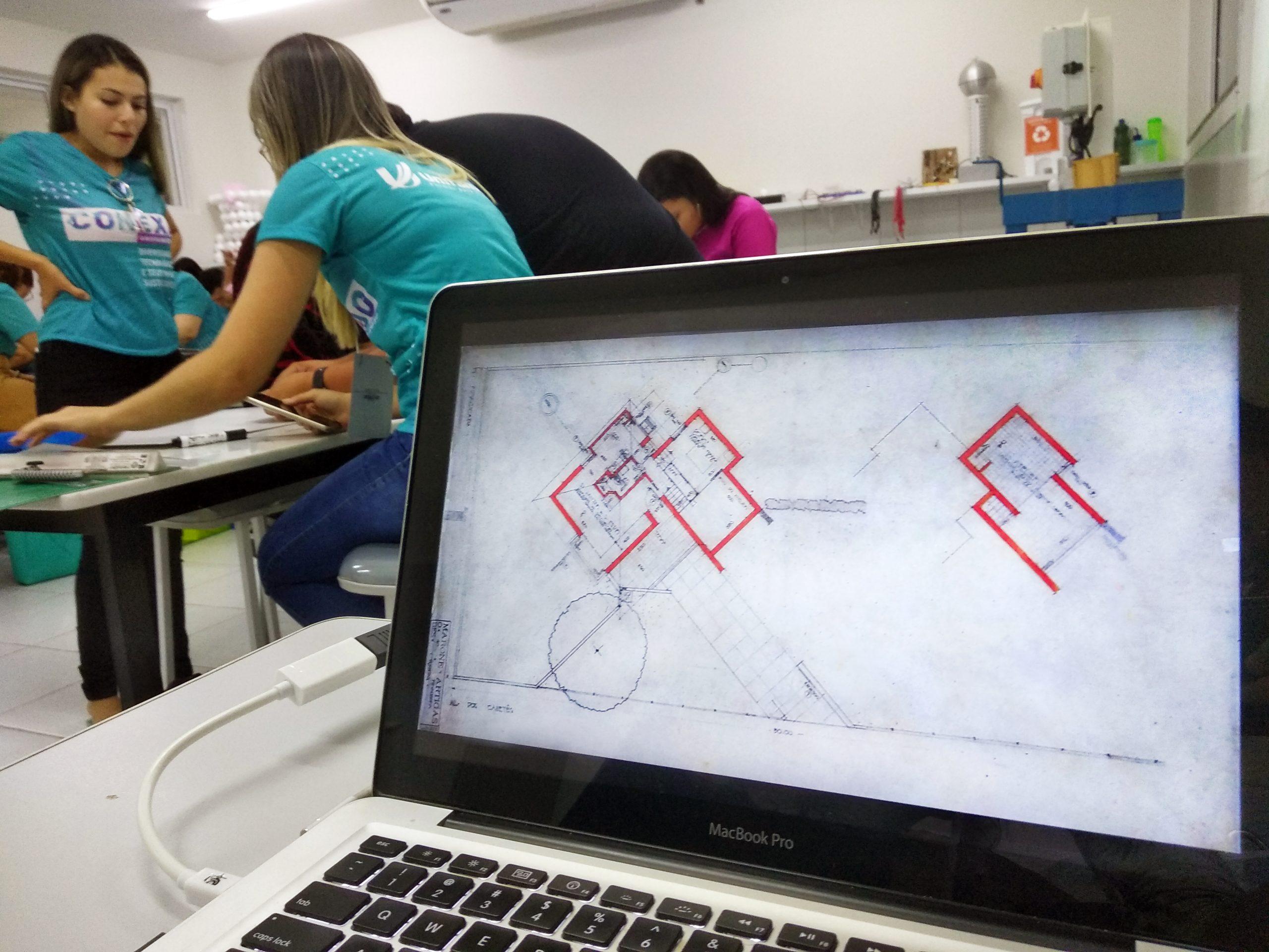 Notebook com projeto arquitetônico na tela; Concurso Estadual de Ideias em Arquitetura premia melhores soluções