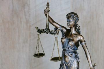 Vagas de estágio: na imagem, uma estátua de Themis, a deusa da Justiça, segurando uma balança e com vendas nos olhos.